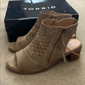Torrid size 10 Wide taupe open toe bootie shoe